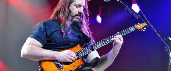 Astazi il sarbatorim pe John Petrucci