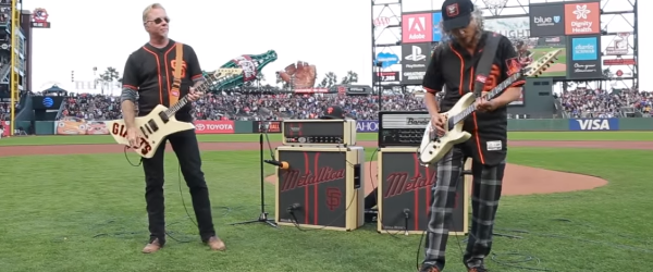 Kirk si James de la Metallica au cantat imnul national american pentru SF Giants