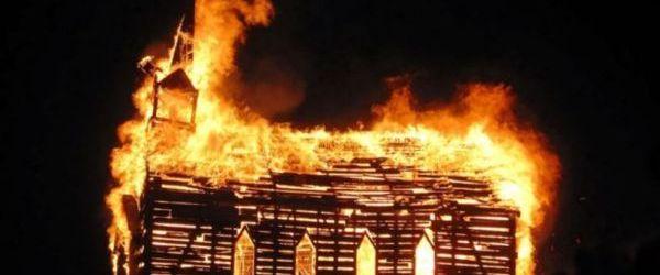 Tobosarul unei formatii de Black Metal acuzat ca a incendiat doua biserici