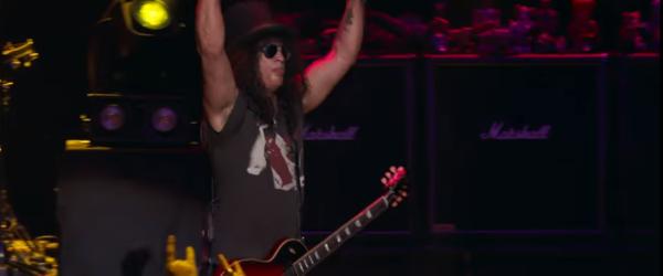 Slash a scos un clip live pentru 'Ghost'