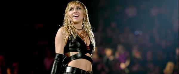 Miley Cyrus a interpretat piese de la Led Zeppelin si Pink Floyd la iHeartRadio Music Festival - video