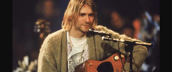 Celebrul cardigan al lui Kurt Cobain a fost vandut pentru o suma record