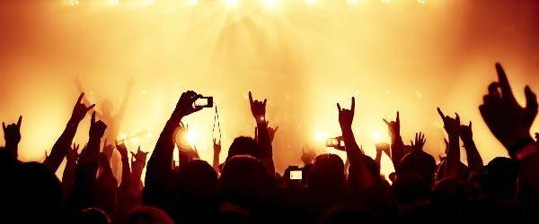Fara moshing si crowd surfing la concerte!