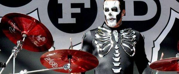 Ascultati single-ul fostului tobosar Five Finger Death Punch