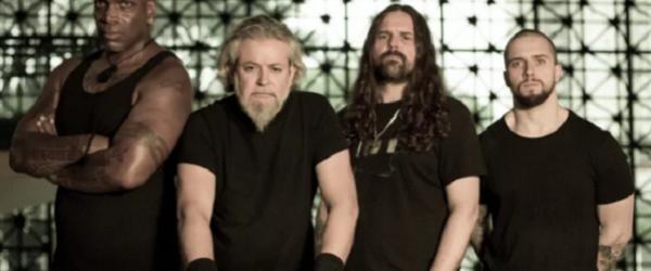 Sepultura si Scott Ian de la Anthrax au interpretat piesa 'Cut-Throat'