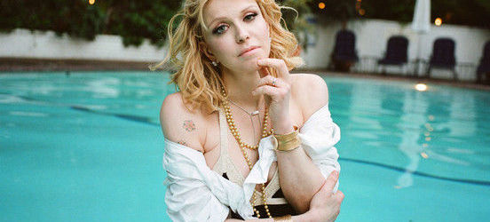 Courtney Love se declara fana Savages si doreste sa mearga in turneu cu trupa